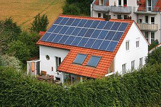 el autoconsumo fotovoltaico de permite vender los excedentes de energía a través de la comercializadora