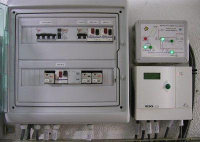 Cuadro de regulación y control de una instalación de energía solar térmica para acs y piscina para un colegio en Barcelona