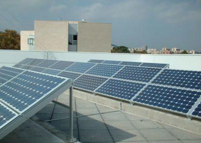 Instalación placas fotovoltaica en Barcelona , Sant Boi del LLobregat. Potencia 5kWn con producción de electricidad para venta a red.