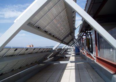 Instalación de placas fotovoltaicas para venta de energía solar a red. Estructura de acero a medida en Sabadell.