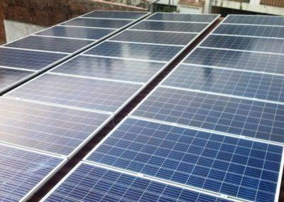 Pérgola para autoconsumo fotovoltaico en Argentona de 10 kWn. Módulos policristalino de 335 Wp Canadian MaxPower.