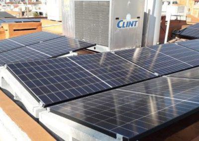 fotovoltaica autoconsumo Barcelona 3.69kWp integradas con aerotermia para calefacción por suelo radiante y cargador de vehículo eléctrico.