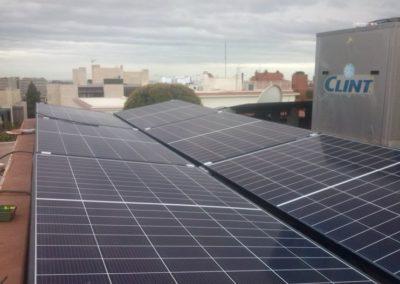 autoconsumo fotovoltaica en Barcelona con 3.69kWp en una comunidad de vecinos, pero para uso exclusivo del propietario del ático.