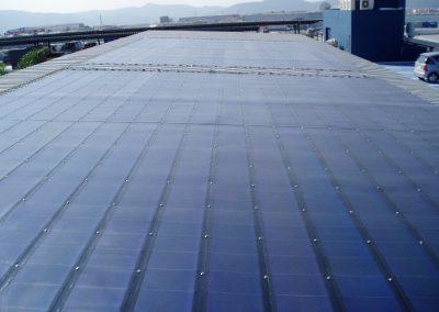 Marquesina fotovoltaica 95 kWn en estacionamiento de centro comercial en Barcelona. Módulos de silicio amórfo Biool PV Plate de 272 Wp.