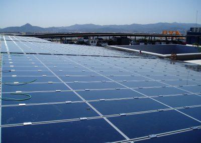 Aparcamiento centro comercial con marquesina fotovoltaica 95 kWn en Barcelona