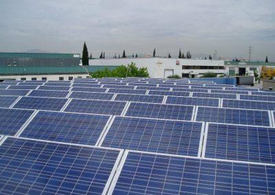 Aparcamiento Fotovoltaico 95 kWn en Barcelona. Módulo silicio policristalino Solara sobre suelo