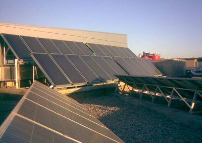 Instalador energía solar térmica en Barcelona. Instalación de placas solares destinada a la producción de agua caliente. También dispone de energía solar fotovoltaica para venta a red en régimen especial.