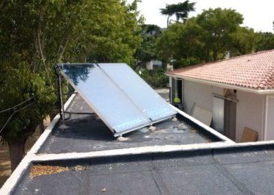 Instalación de placas solares en Argentona para agua caliente.